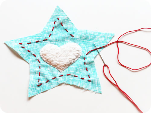 Vamos costurar a primeira estrela de natal em feltro